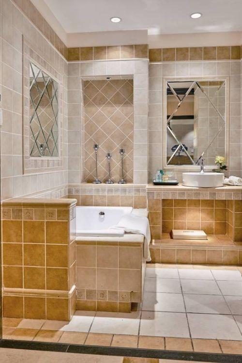 各种颜色的米兰小镇仿古砖,被箭牌瓷砖设计师拼凑成一个浪漫的浴室
